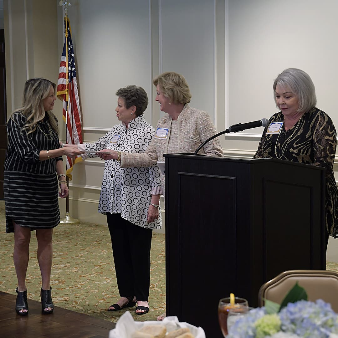Reach Out and Read Georgia receiving award